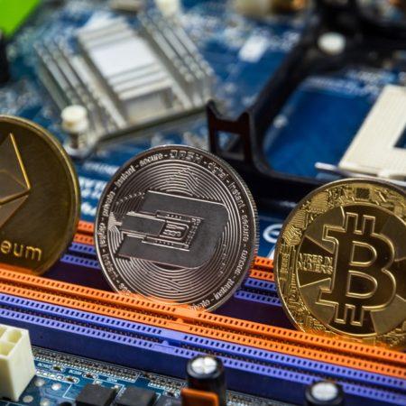 Kriptovalūtu cenas atkal kāpj: vai ir īstais brīdis investēt?